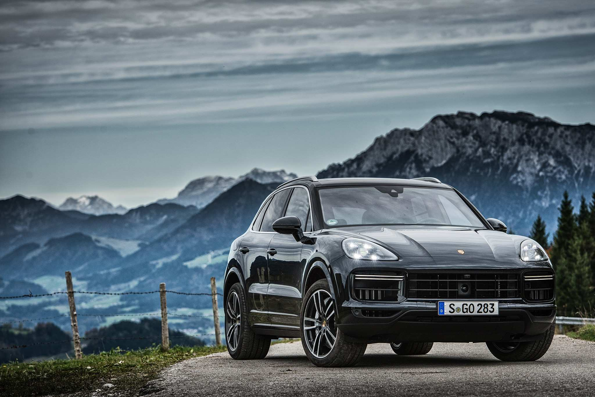 12 Best 2019 Porsche Cayenne Turbo S Photos