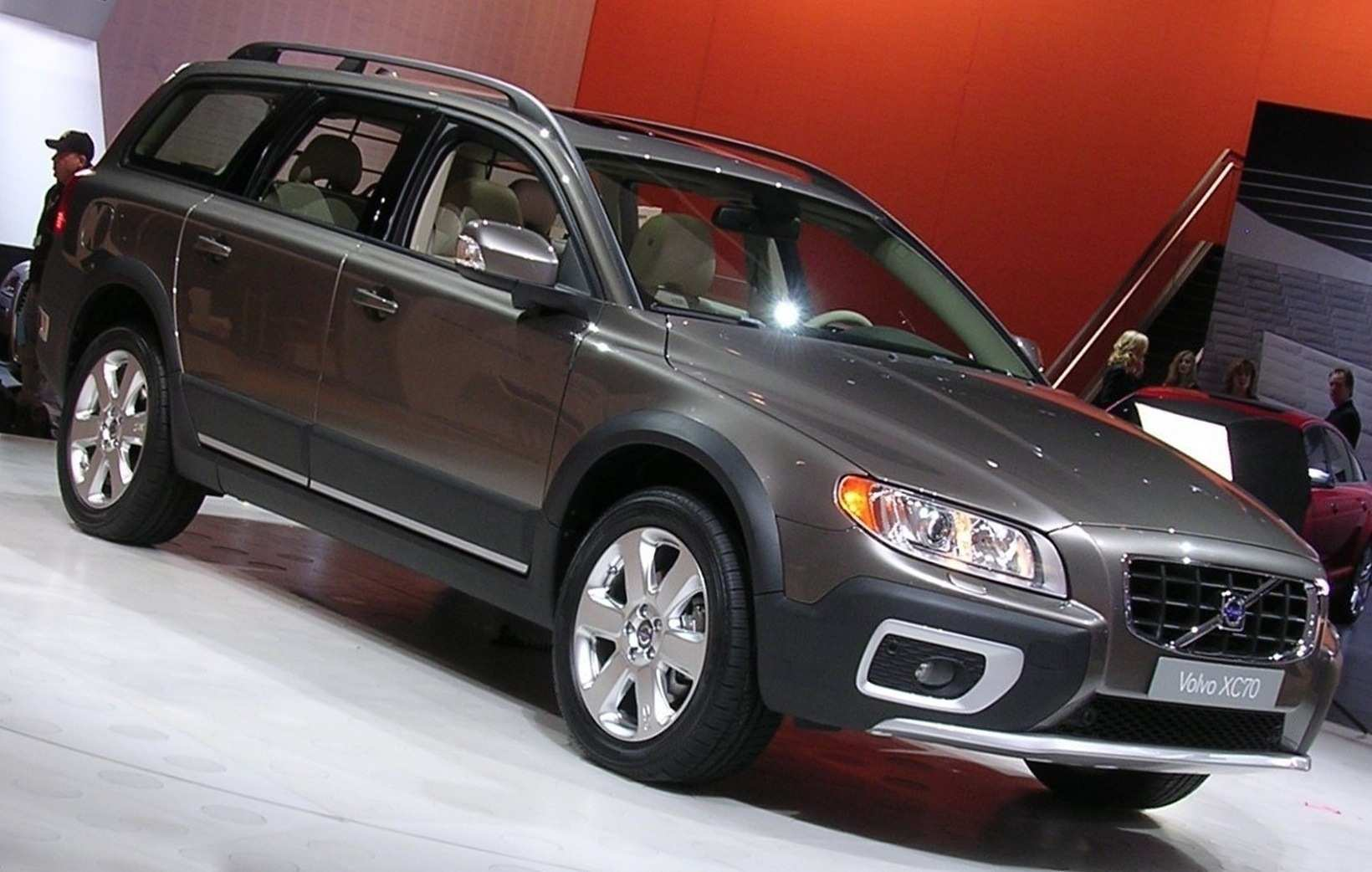 14 A 2019 Volvo Xc70 Wagon Engine