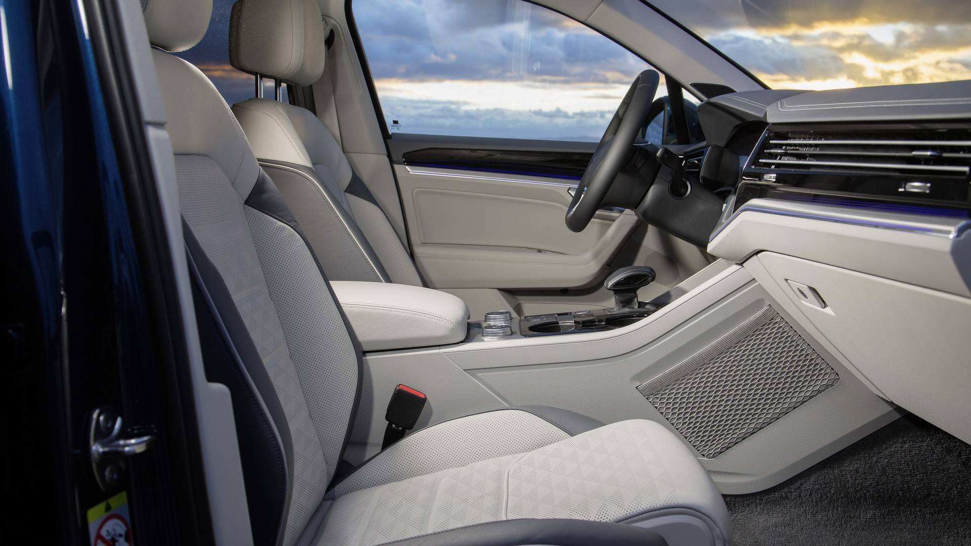 14 A Vw Touareg 2019 Interior Spy Shoot
