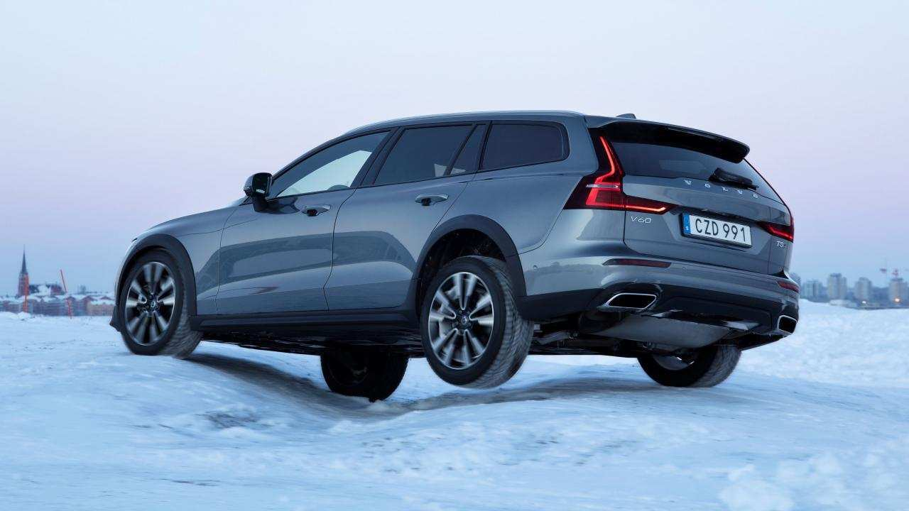 14 New Volvo 2019 V60 Cross Country Concept And Review