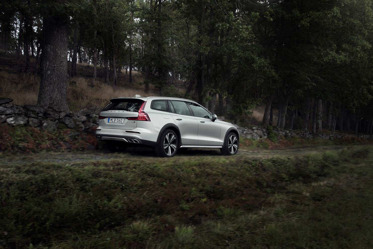 15 The Best 2019 Volvo V60 Cross Country Spy Shoot
