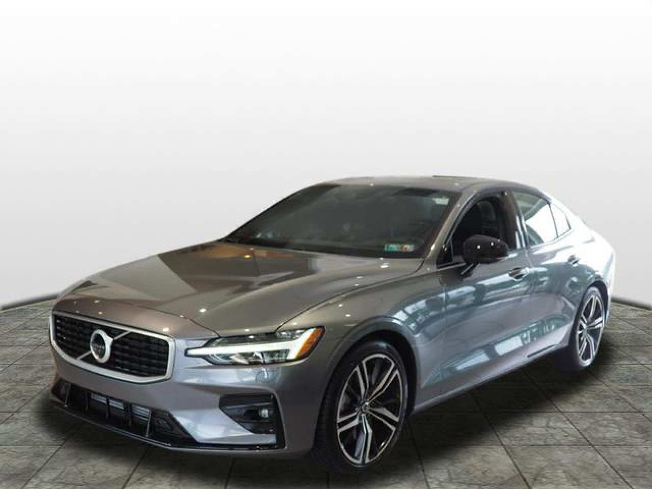 16 A 2019 Volvo S60 R First Drive