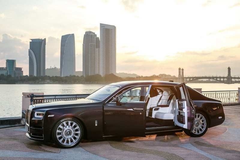 17 A 2020 Rolls Royce Wraith Exterior And Interior
