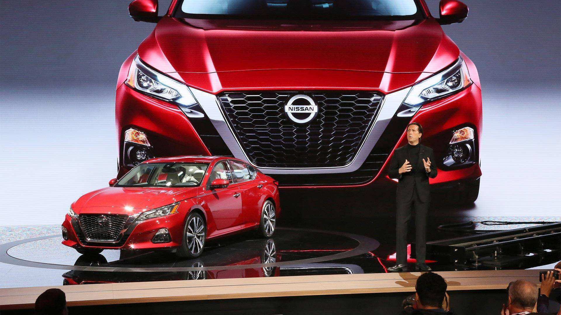 18 A 2020 Nissan Lannia Pictures