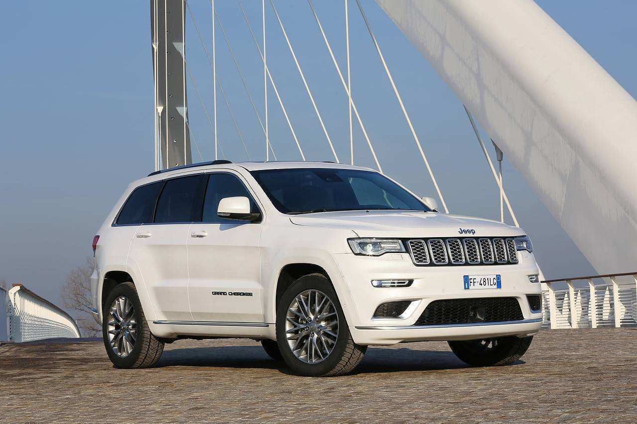 18 The 2020 Jeep Grand Cherokee Diesel Spy Shoot