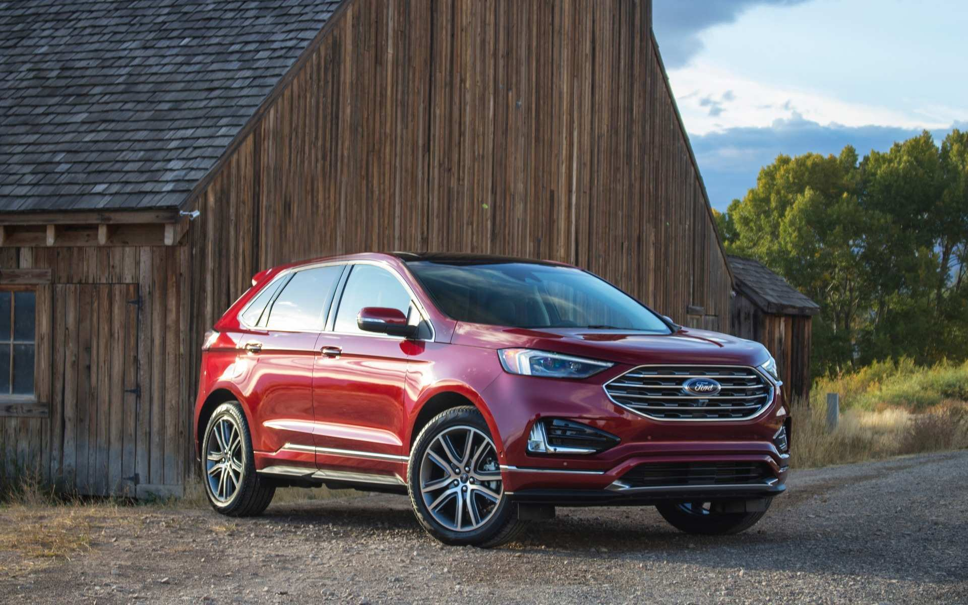 20 A 2019 Ford Edge Sport Exterior