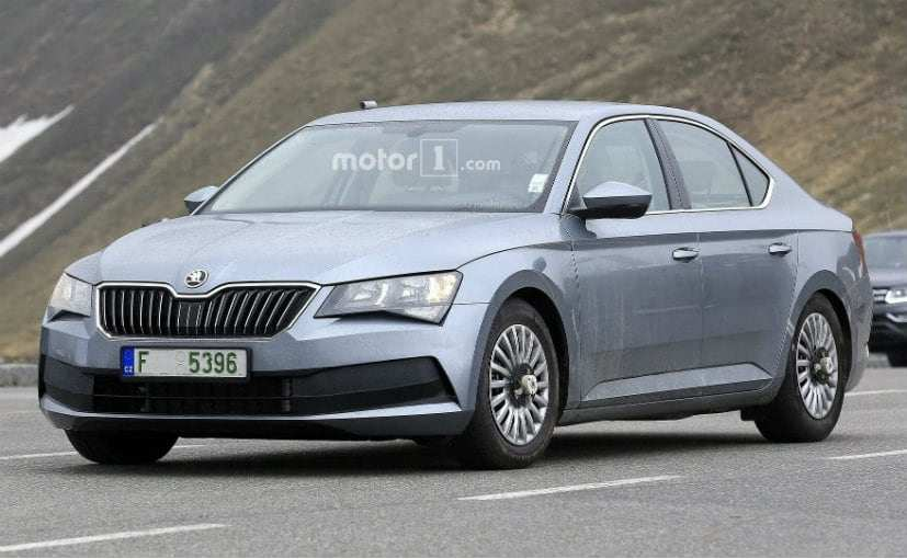 22 A 2019 New Skoda Superb Spy Shoot