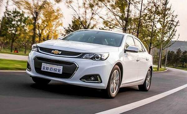 22 A 2020 Chevrolet Malibu Exterior and Interior