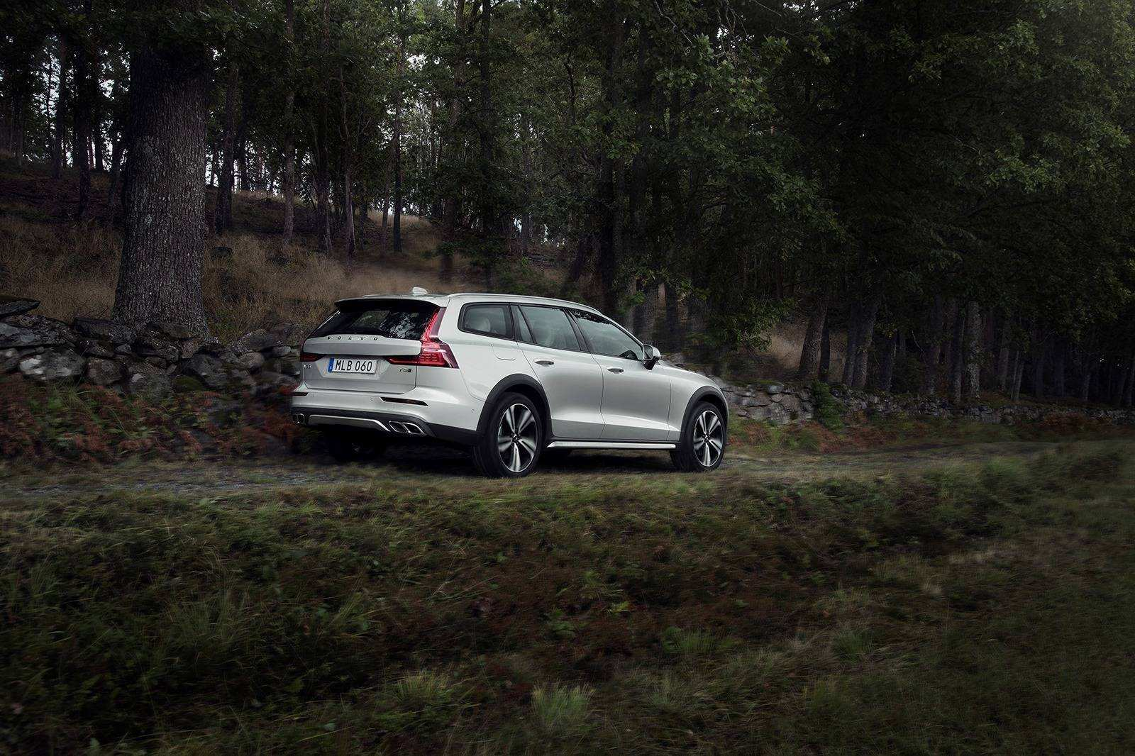 24 Best 2020 Volvo V60 Cross Country Configurations