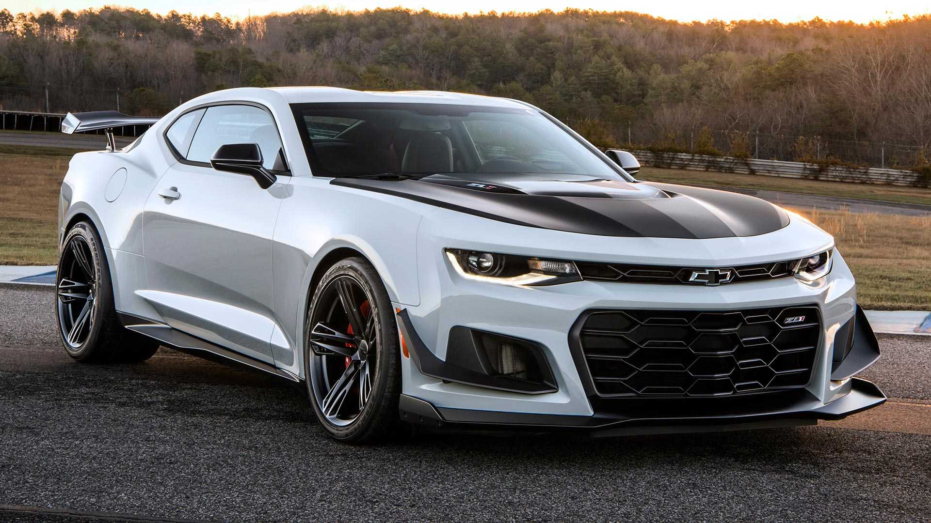 24 New 2019 Chevy Camaro Model