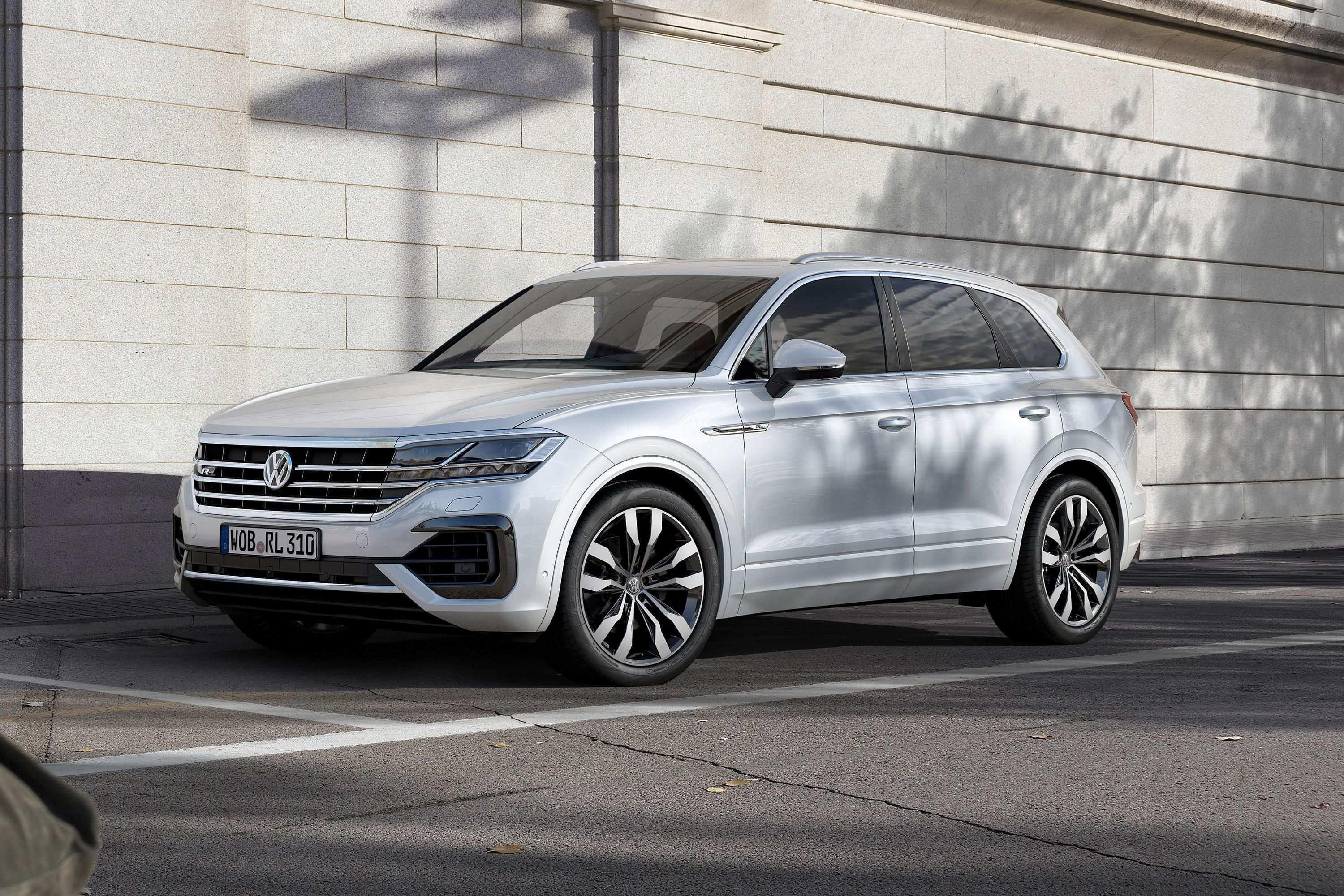 24 New 2019 Volkswagen Touareg Photos