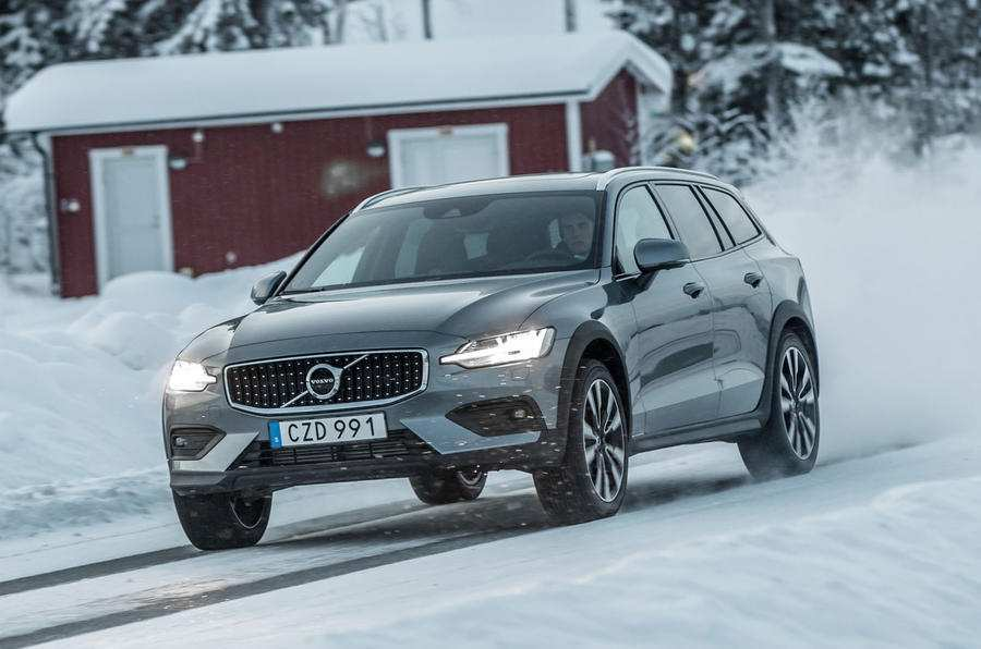 24 New Volvo 2019 V60 Cross Country Overview