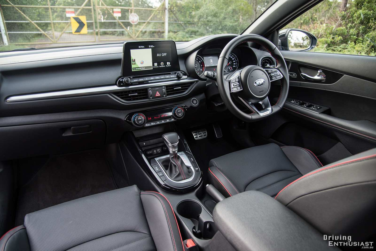 25 A Kia Cerato 2019 Interior Review