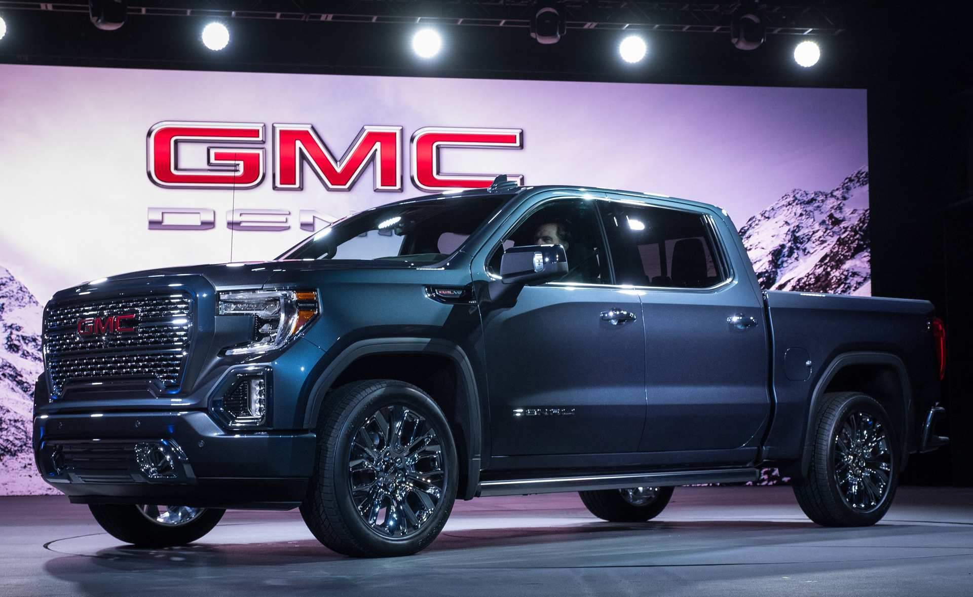 26 A 2020 GMC Sierra 1500 Engine