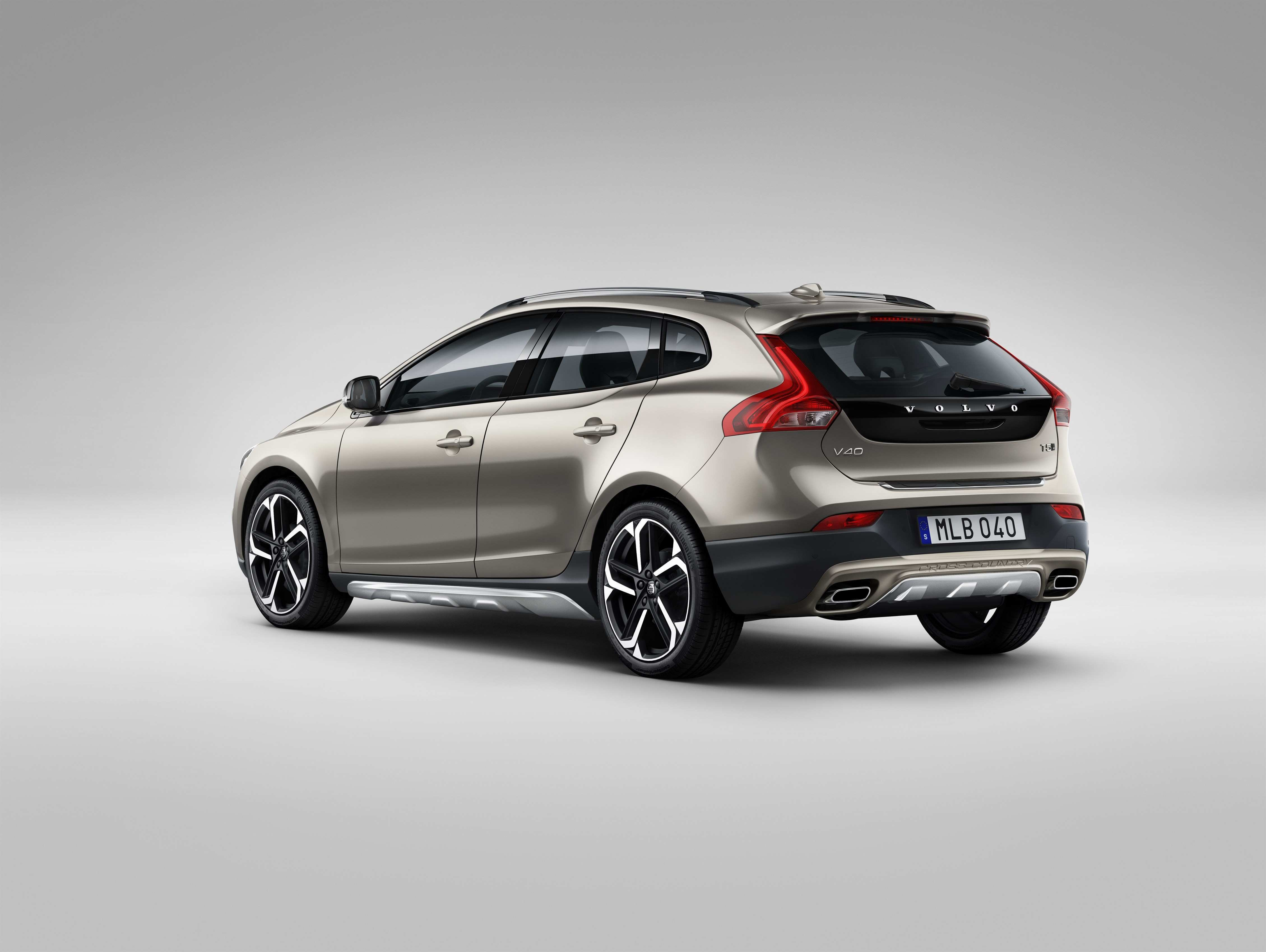 26 A V40 Volvo 2019 Review