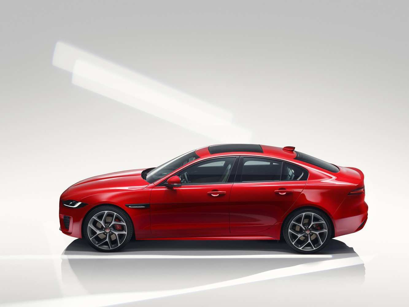 27 A Jaguar Xe 2019 Model