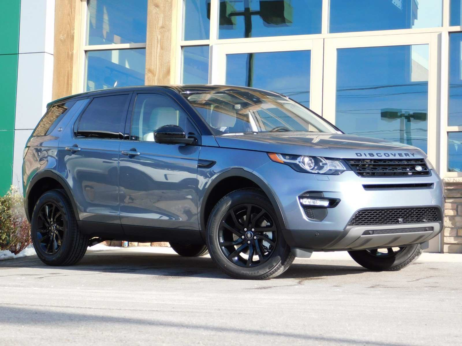 28 A 2019 Land Rover Discovery Sport Spesification