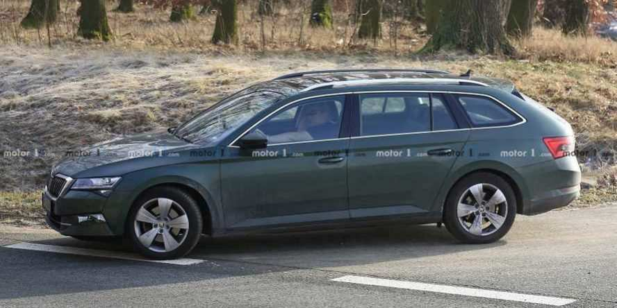 29 A Spy Shots Skoda Superb Photos