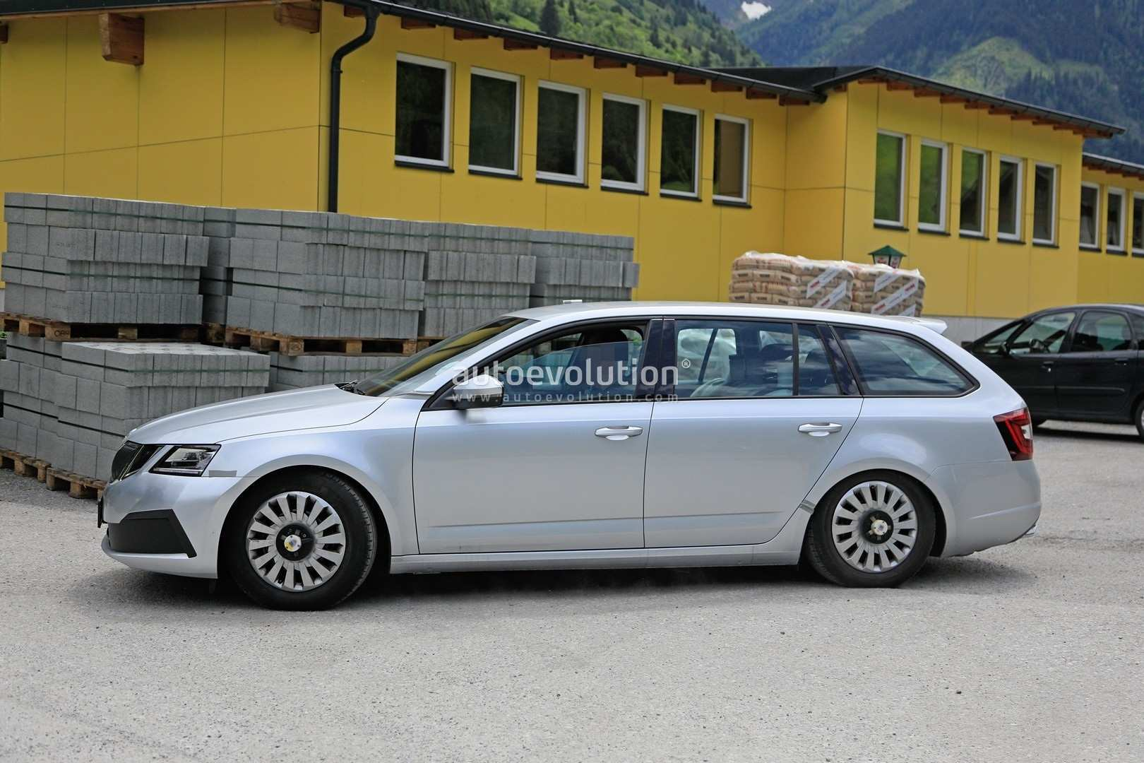 29 All New Spy Shots Skoda Superb Exterior And Interior