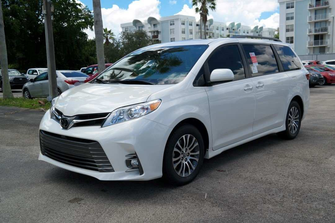 29 The 2019 Toyota Sienna Picture