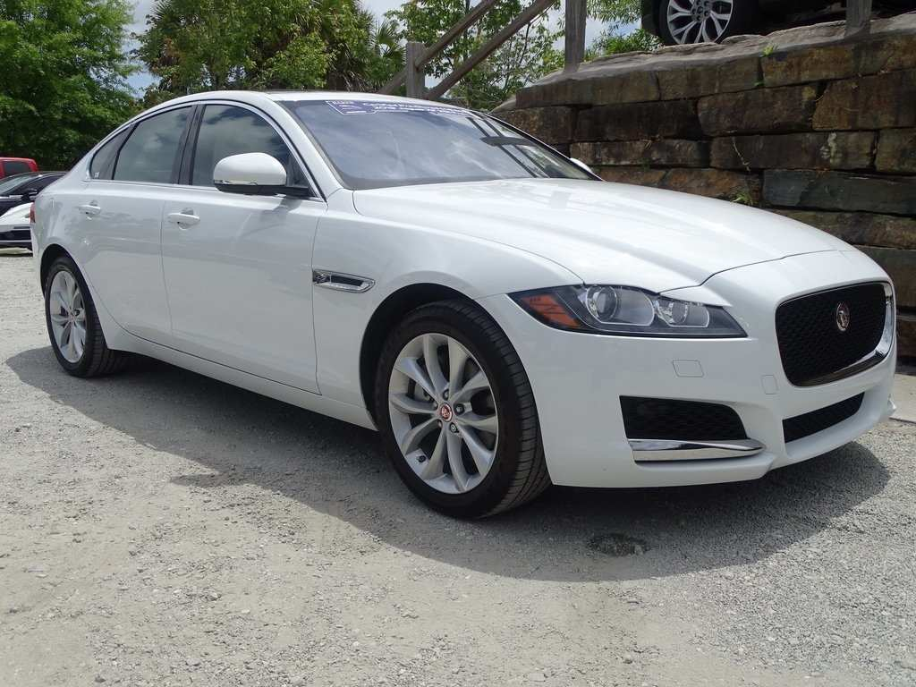 30 A 2019 Jaguar 4 Door Exterior