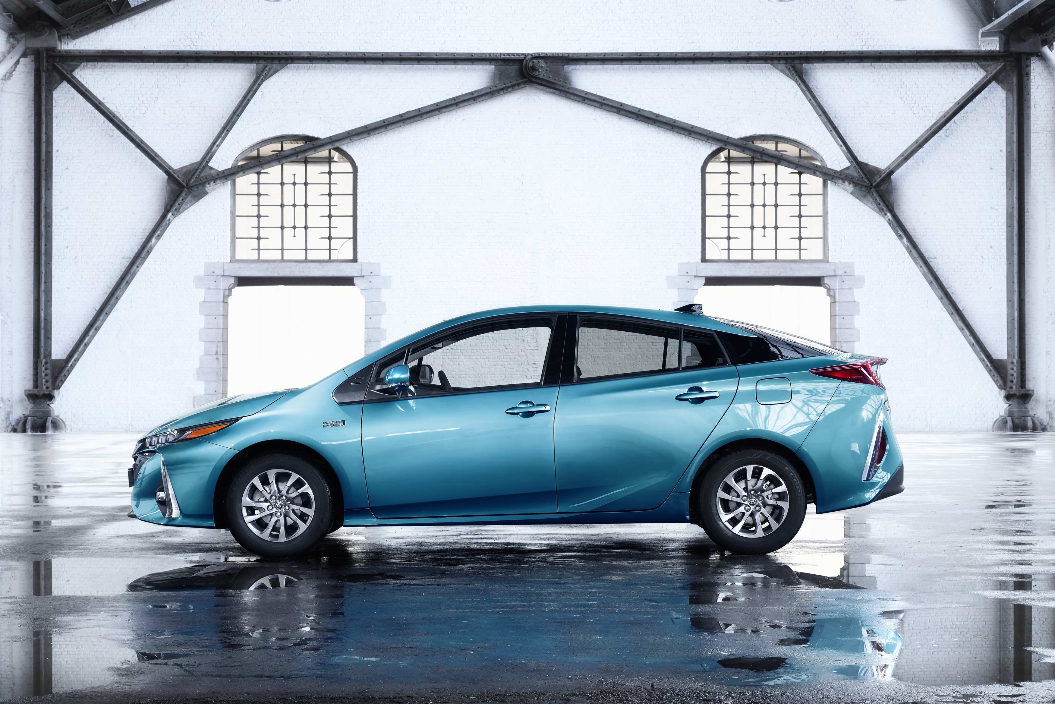 30 A 2020 Toyota Prius Pictures Reviews