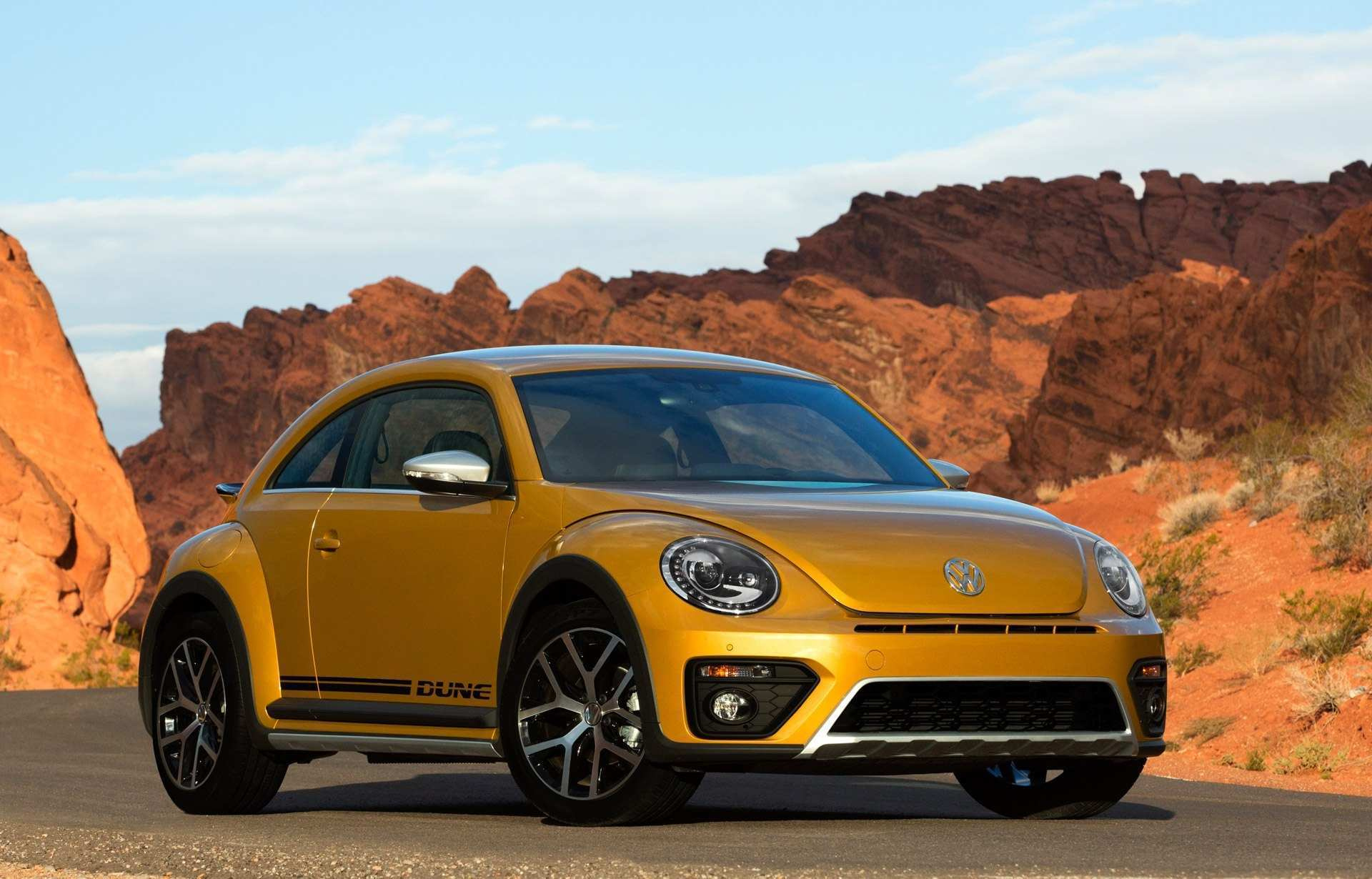 31 The 2020 Volkswagen Beetle Dune Exterior