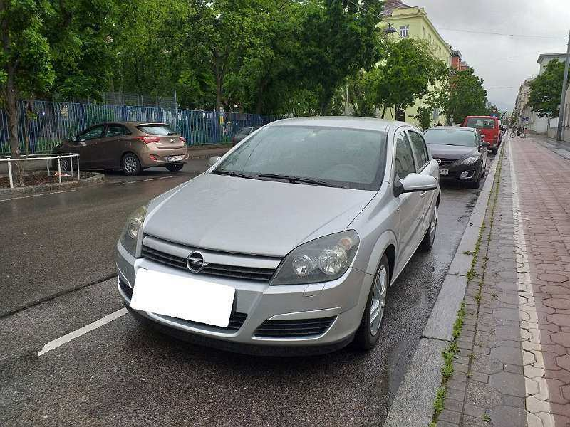 32 A 2020 Opel Astra Overview
