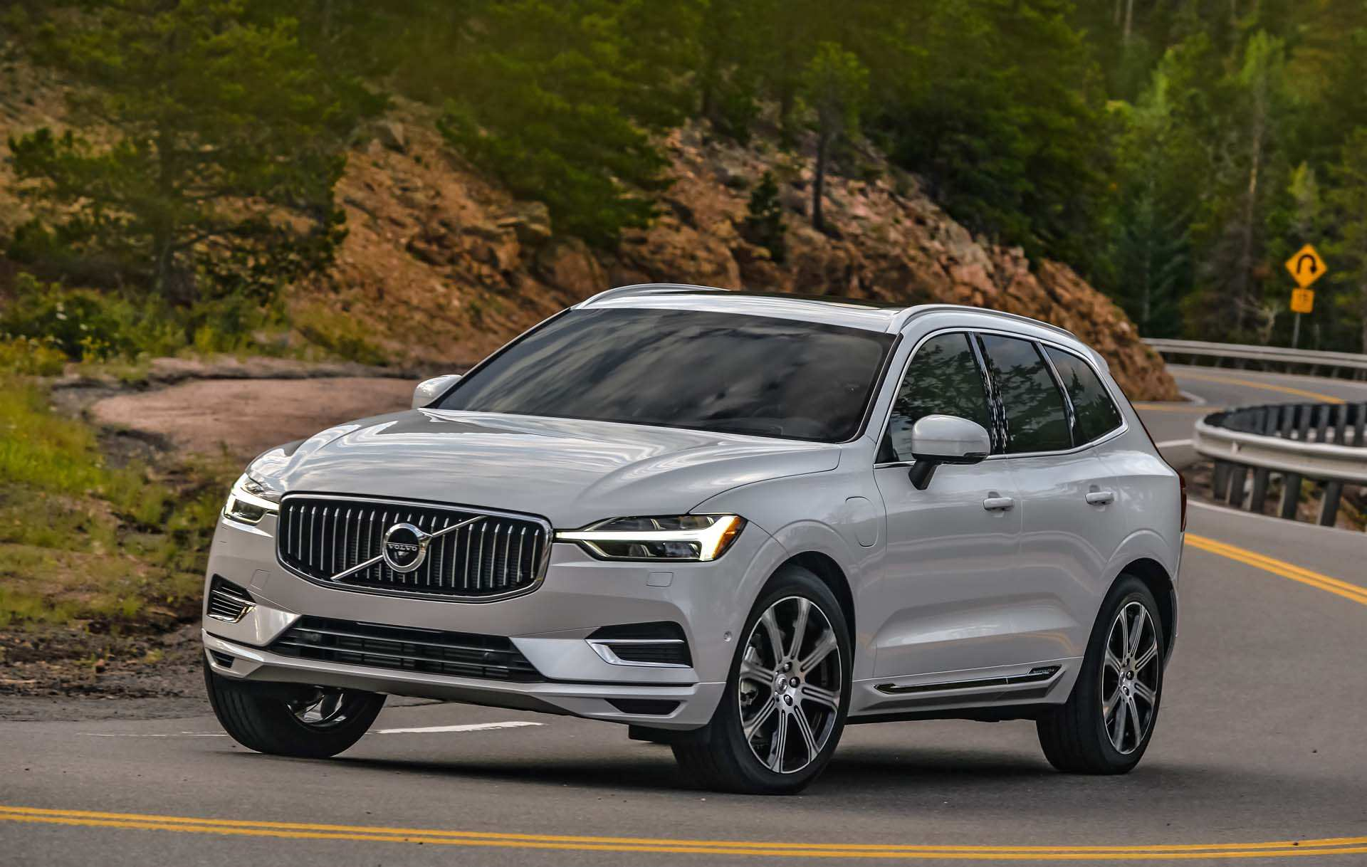 32 A Volvo 2019 Electric Car New Concept