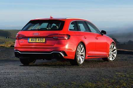 33 A 2019 Audi Rs4 Picture