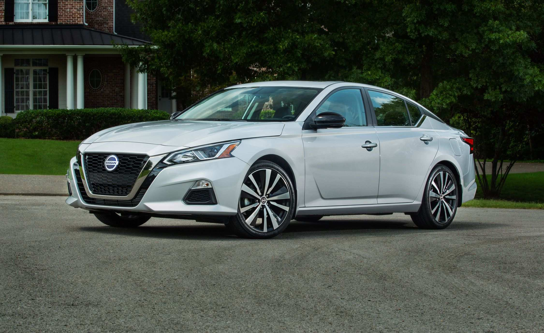 33 A 2020 Nissan Altima Ratings