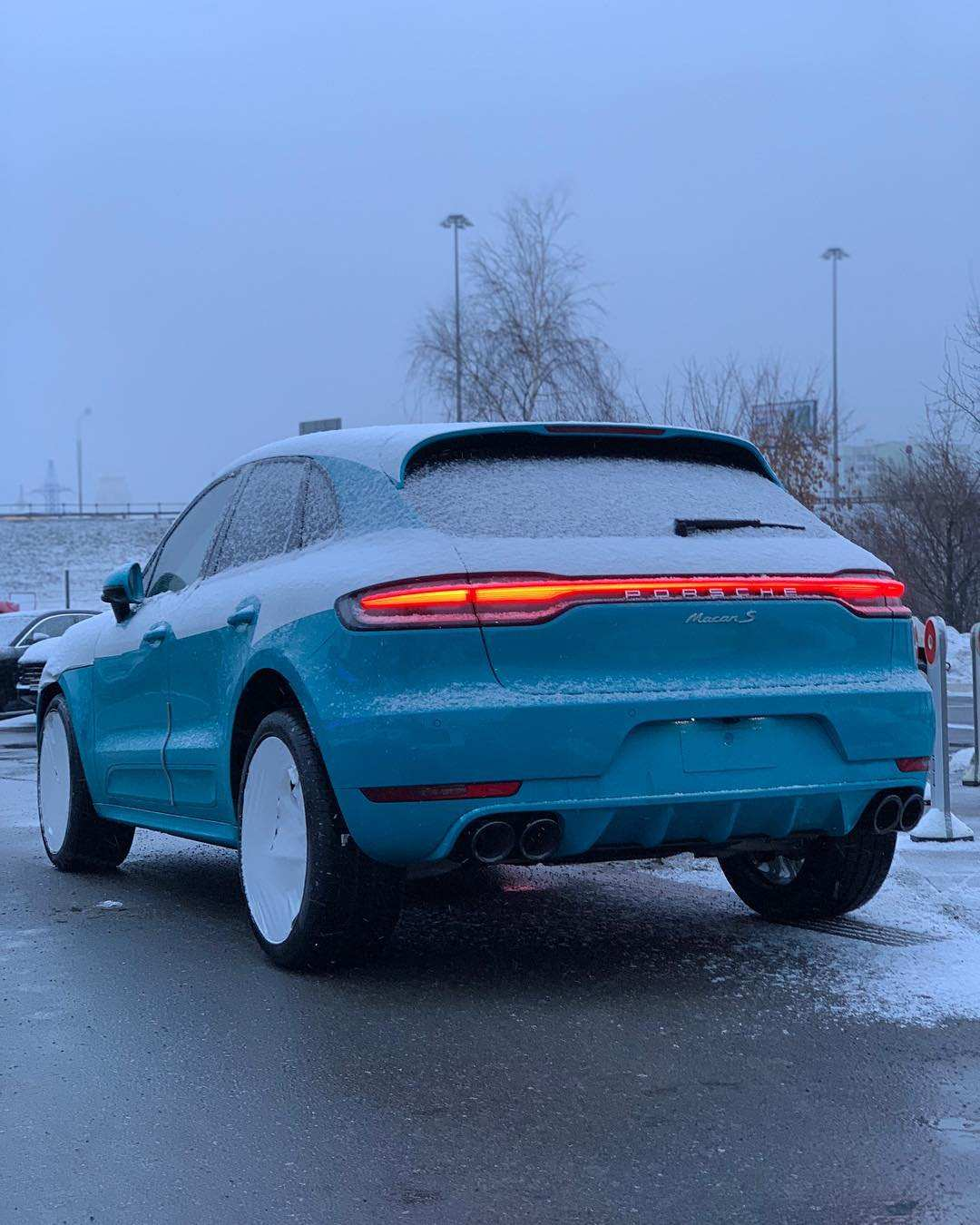 33 A 2020 Porsche Macan New Review