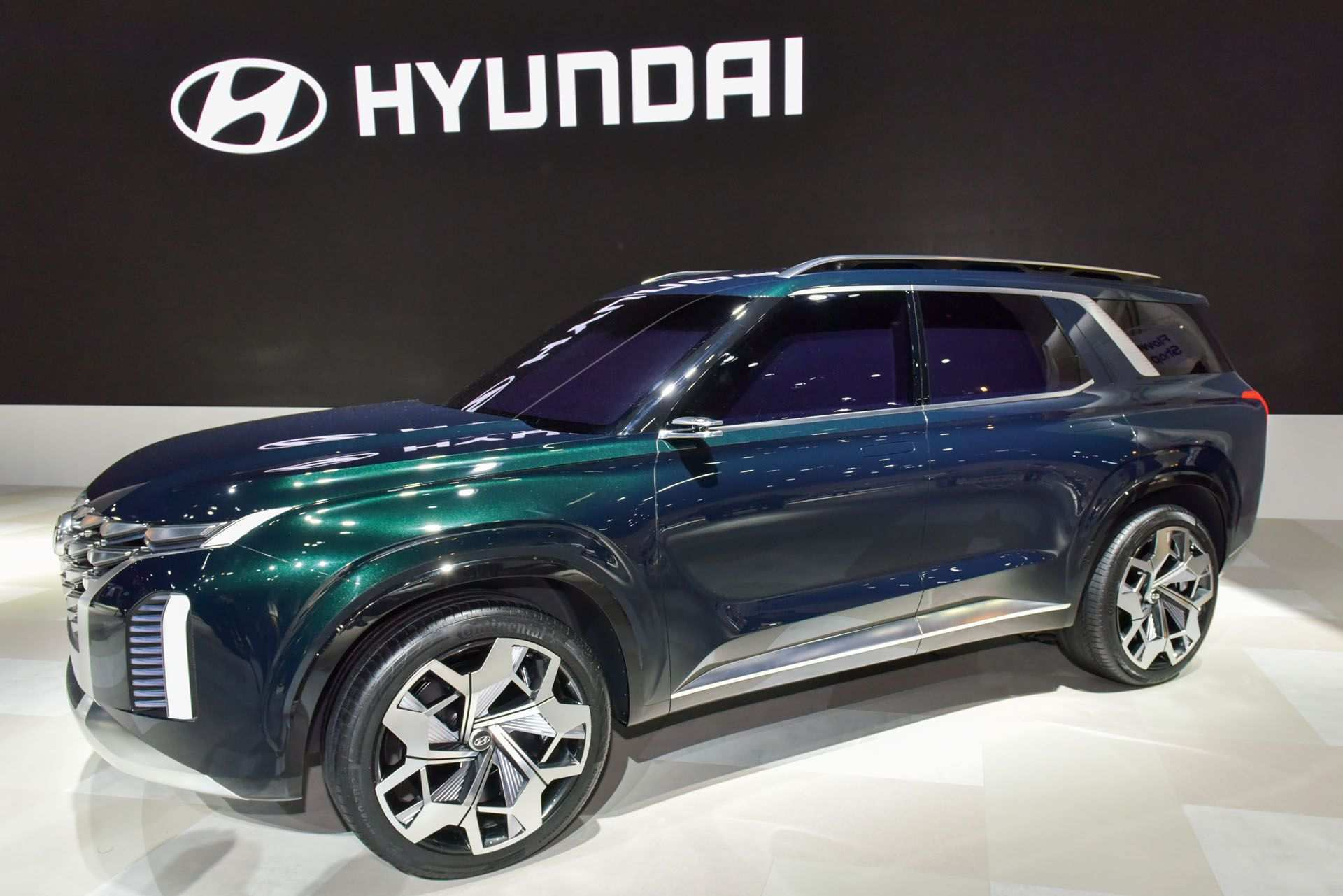 33 A Hyundai Full Size Suv 2020 Picture