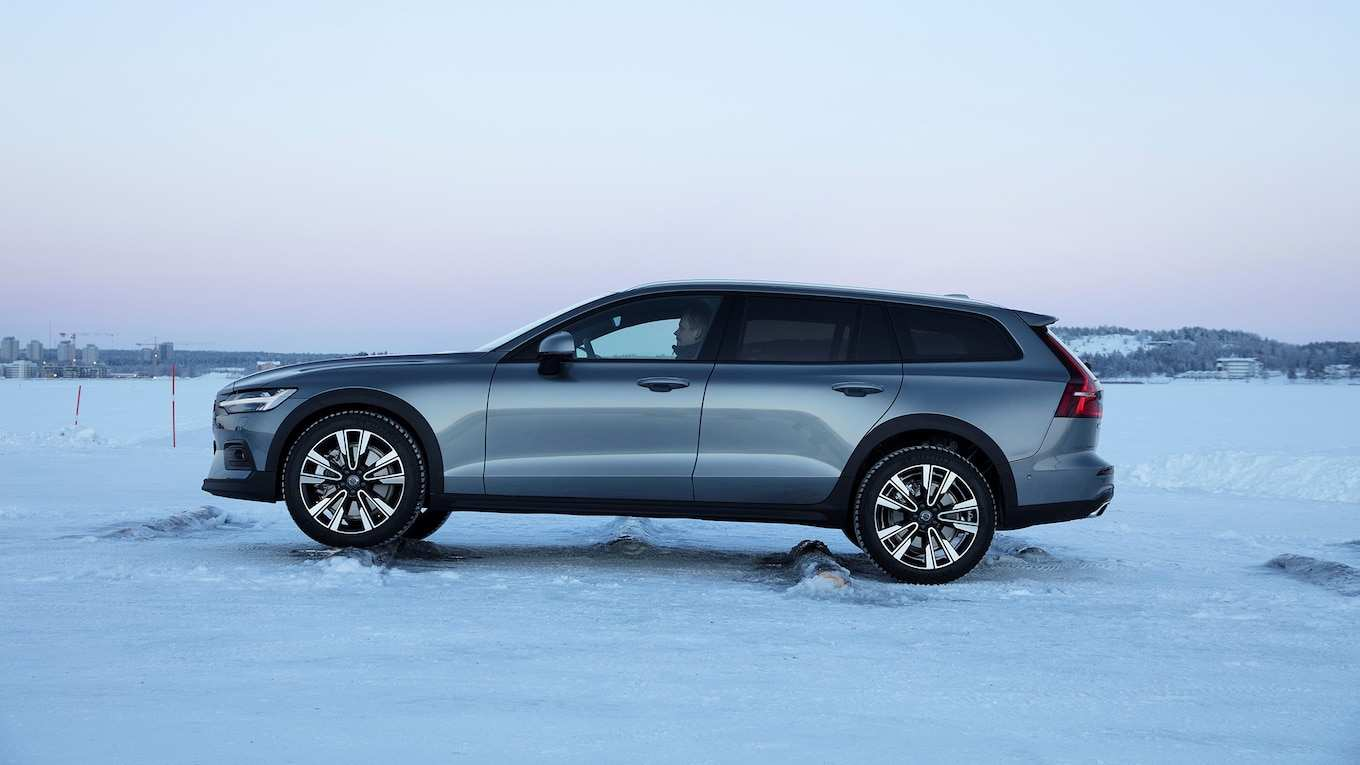 33 The Best 2019 Volvo V60 Cross Country Spy Shoot