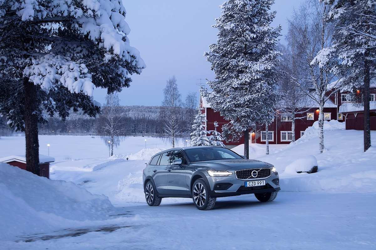 36 The Volvo 2019 V60 Cross Country New Review