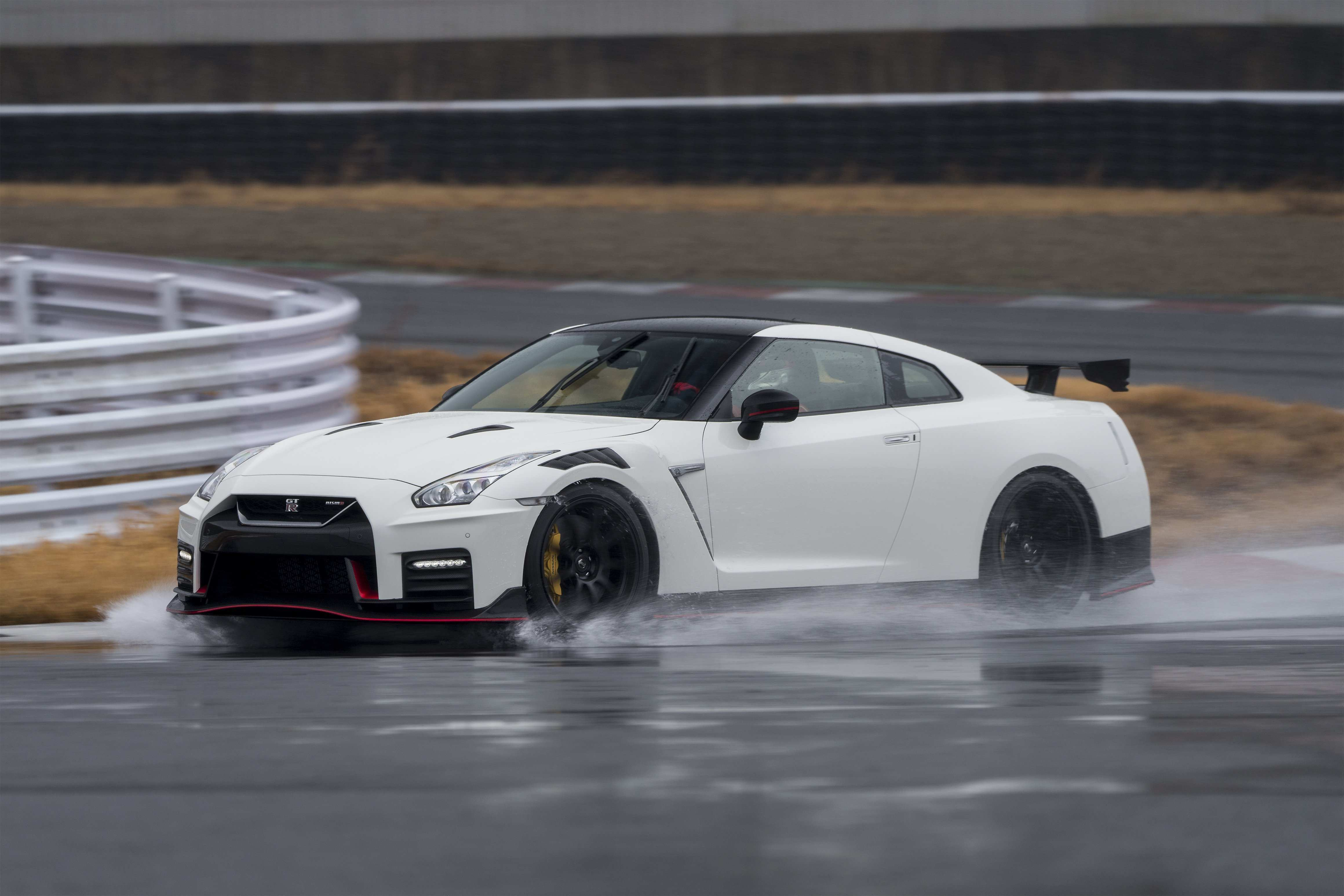 38 A 2020 Nissan GT R New Review