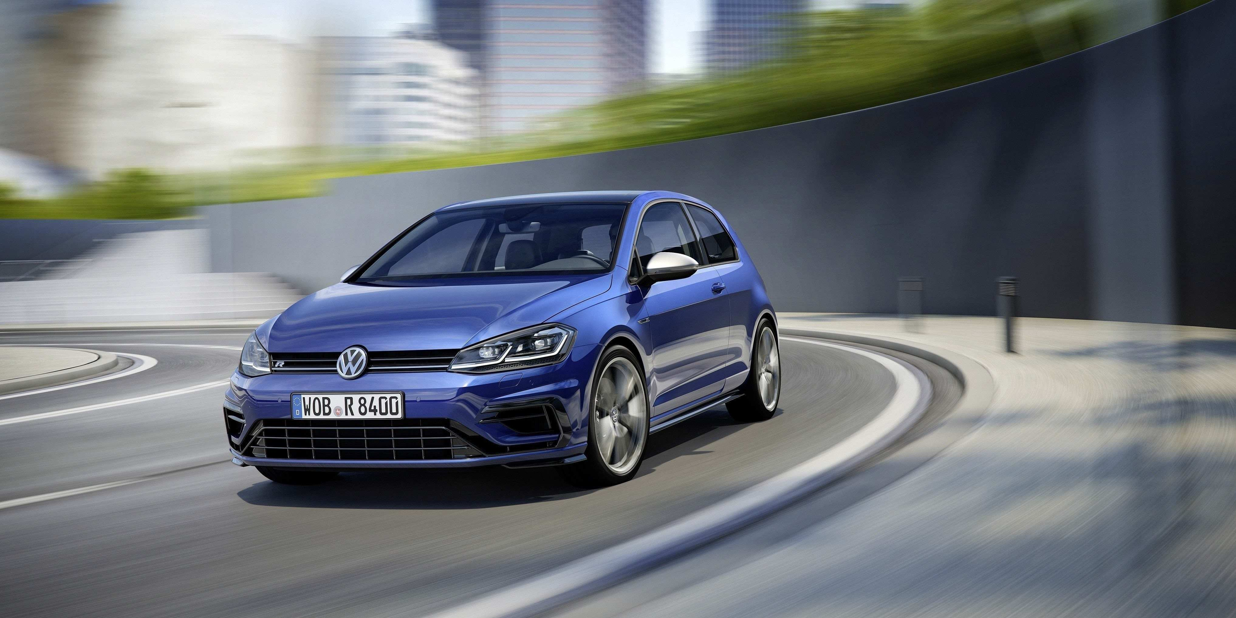 39 A 2019 VW Golf R USA Style