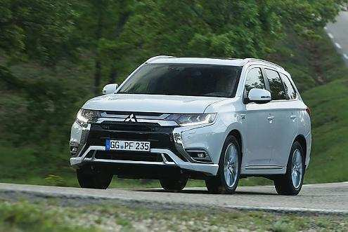 40 A 2019 Mitsubishi Outlander Pictures
