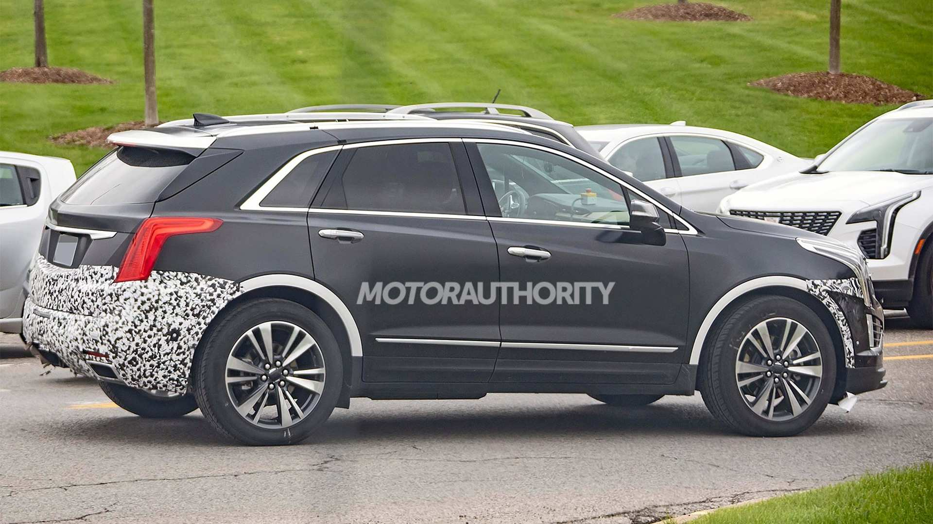 40 A Spy Shots Cadillac Xt5 Specs And Review