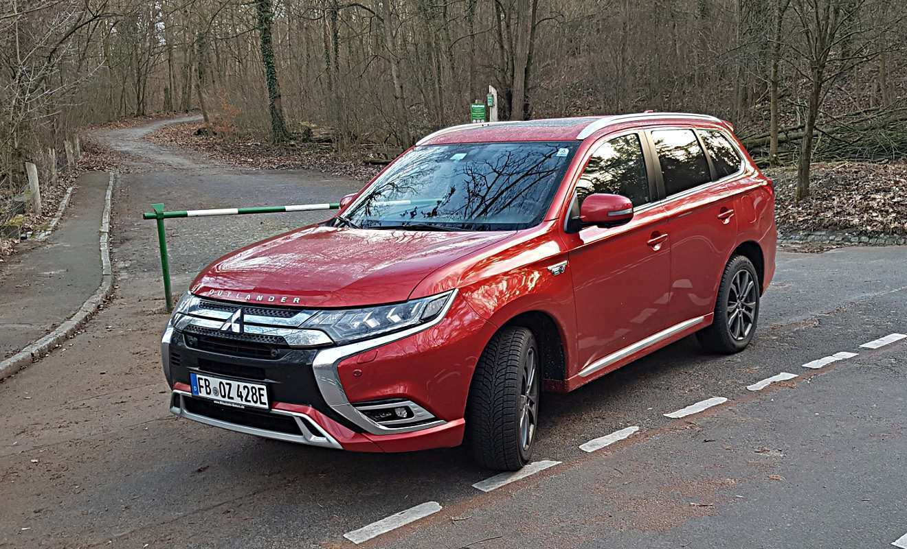 41 A Mitsubishi Eclipse Cross Hybrid 2020 Spy Shoot