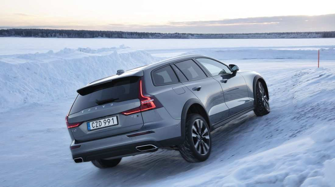 42 The 2019 Volvo V60 Cross Country Review