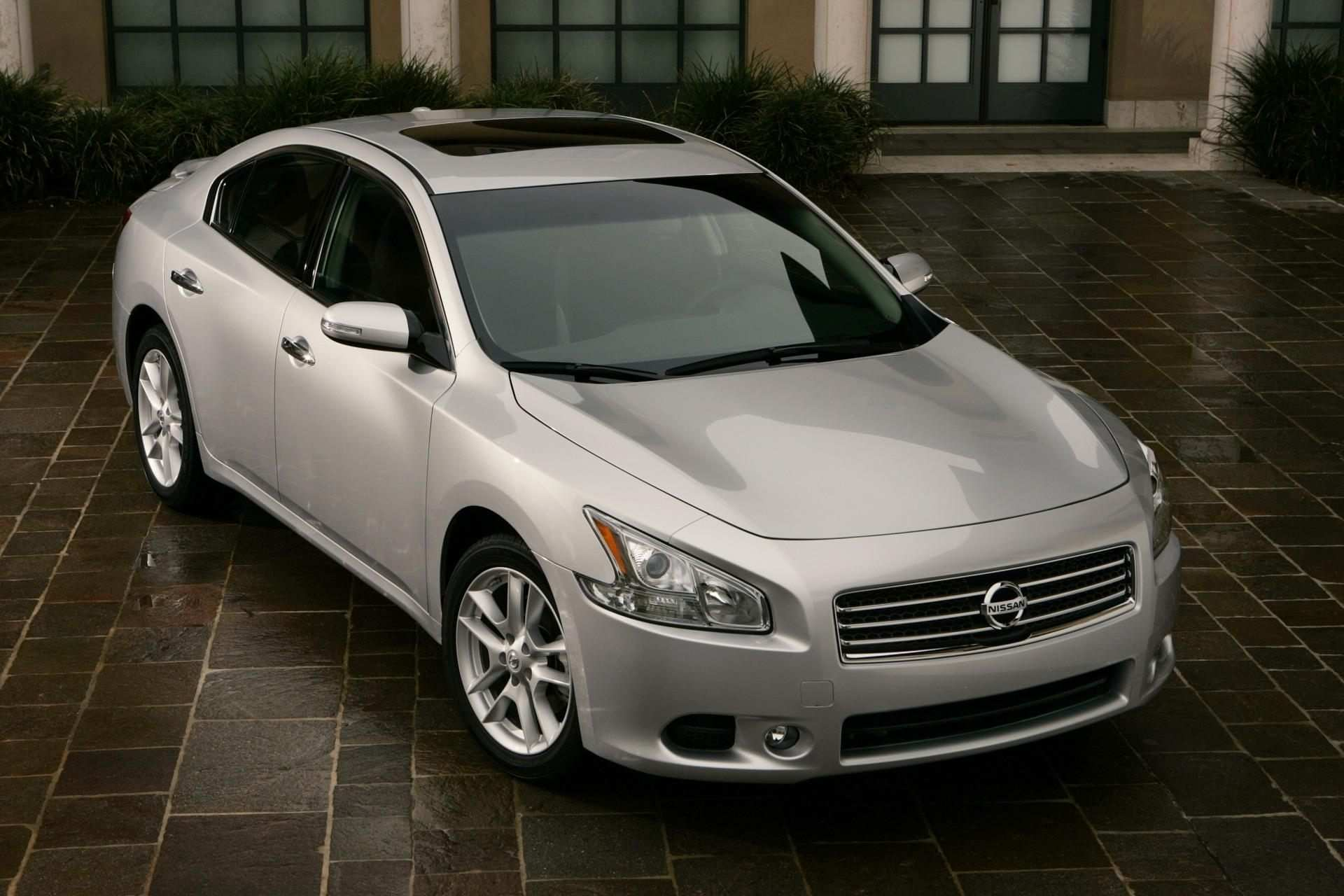 44 A 2020 Nissan Maxima Detailed Picture