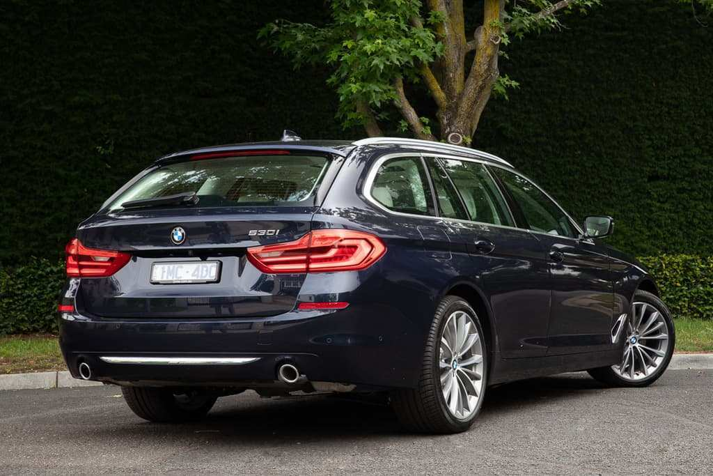 44 All New 2019 BMW 5 Series Speed Test
