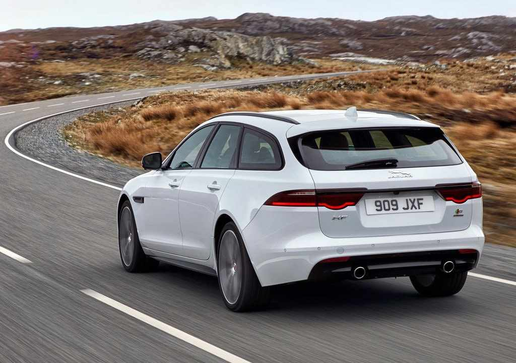 46 A 2019 Jaguar Station Wagon Exterior