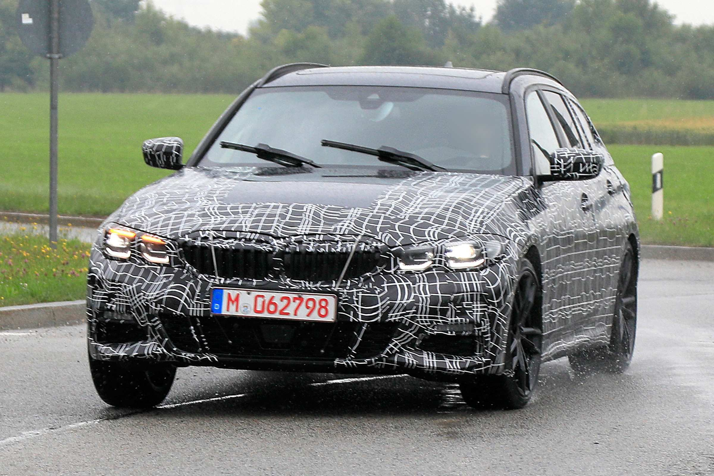 49 A 2019 BMW 3 Series Edrive Phev Spy Shoot