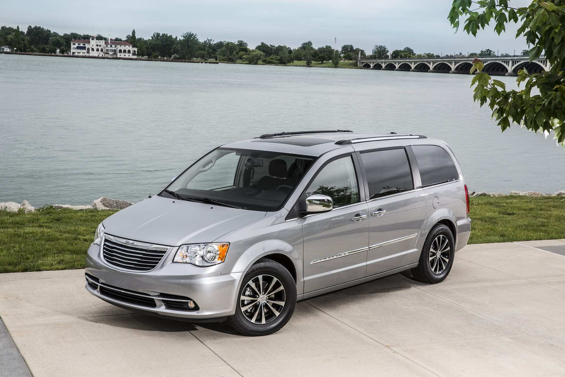 49 A 2020 Chrysler Town Country Awd Picture