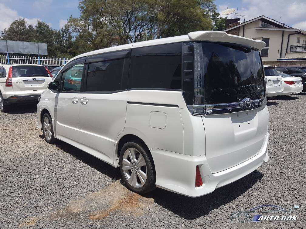 51 A Toyota Voxy 2020 Overview