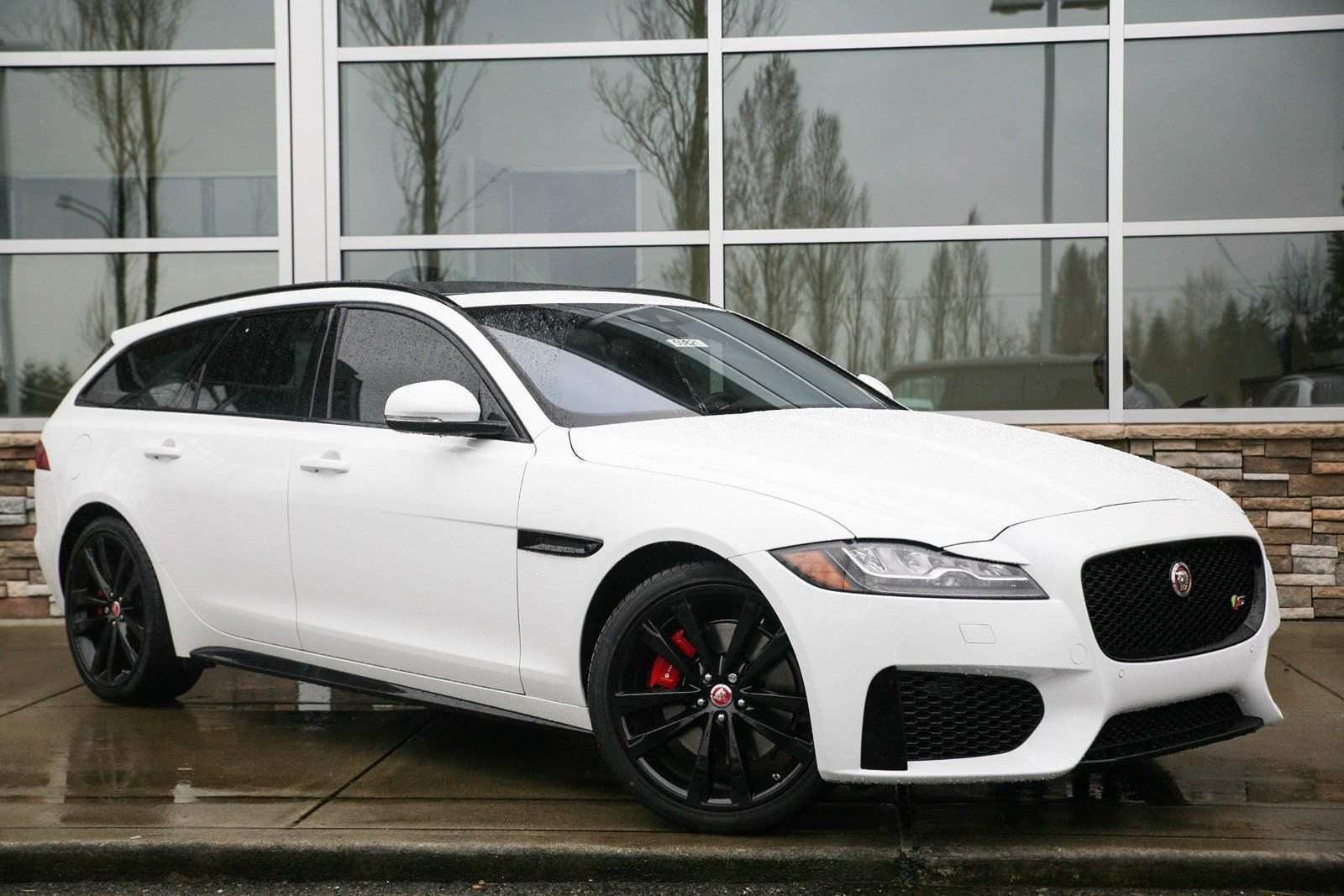 52 A 2019 Jaguar Station Wagon Picture
