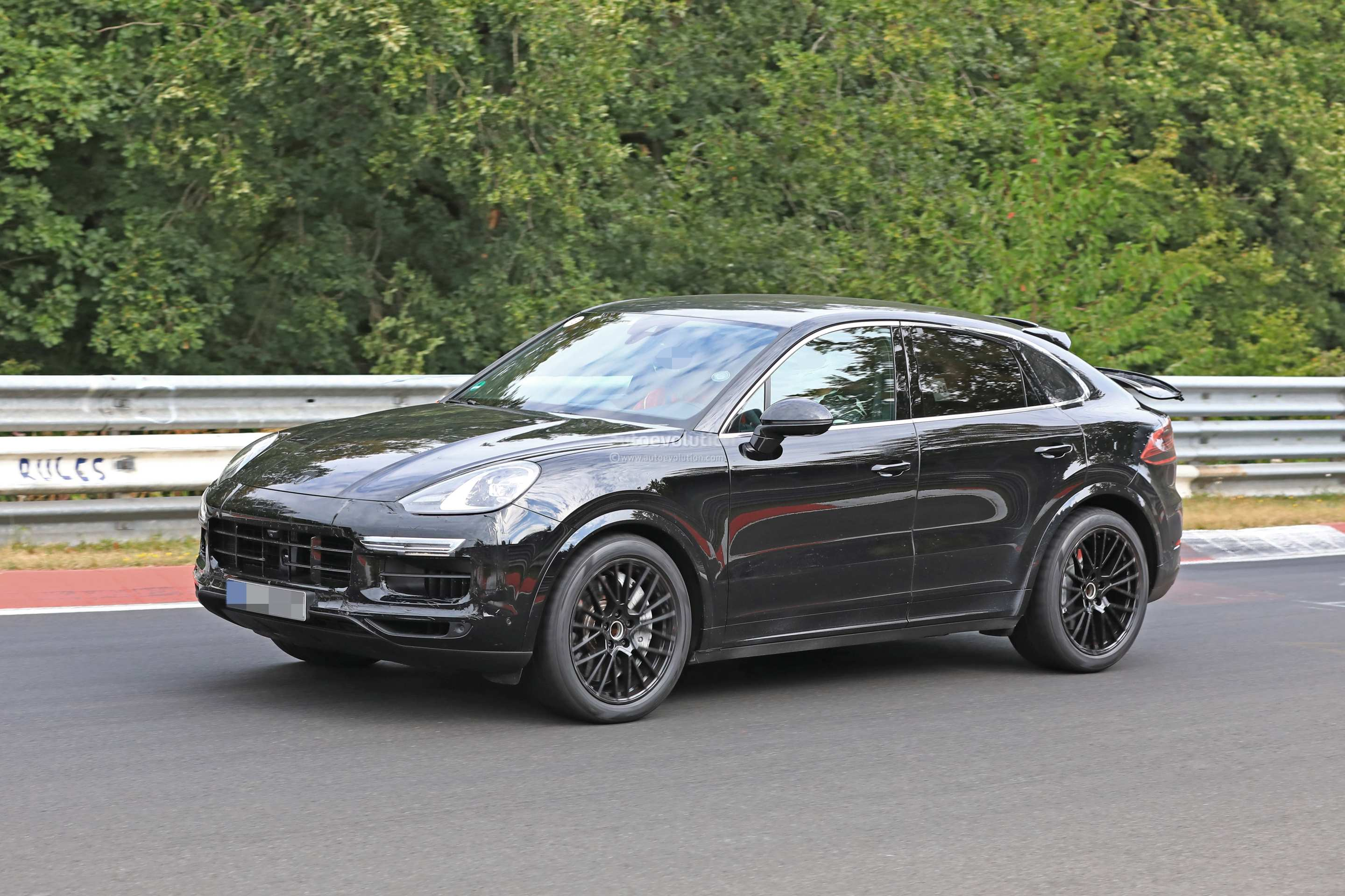 54 A 2020 Porsche Cayenne Research New