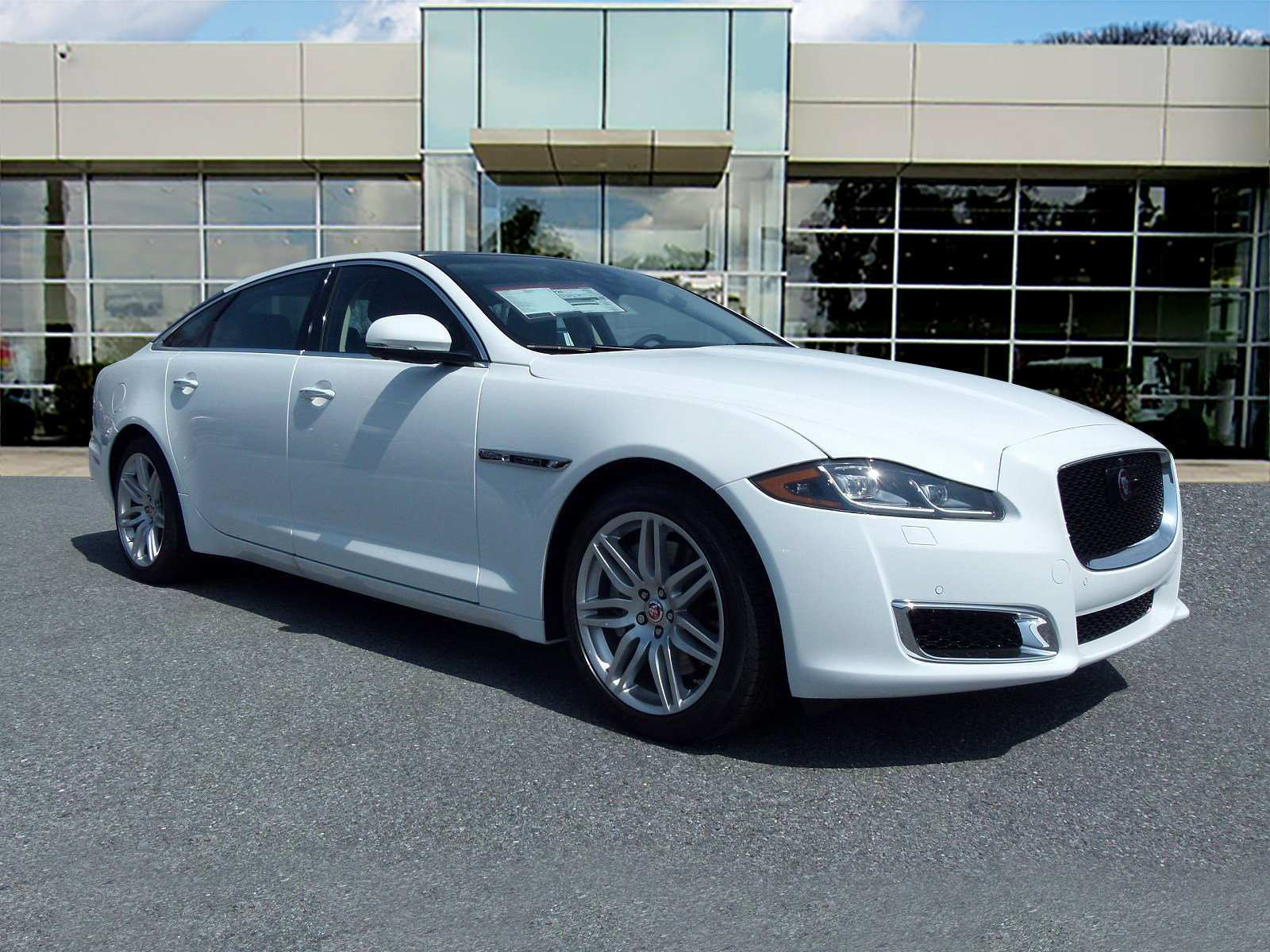 54 The 2019 Jaguar XJ Style